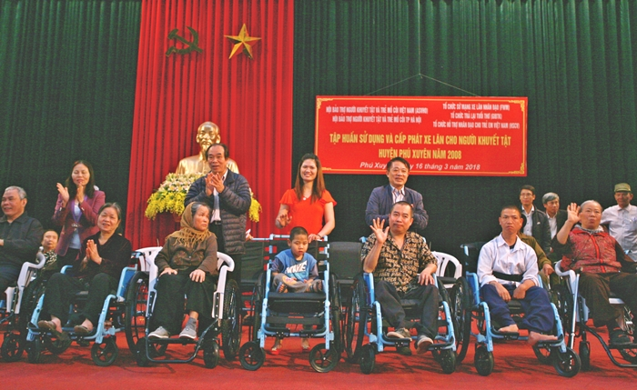 Ha Noi held training workshops and given 86 wheelchairs to disabled people