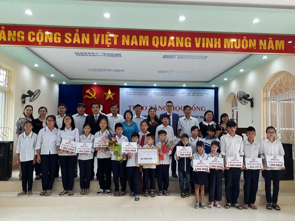 SCHOLARSHIPS OFFERED TO STUDENTS OF CAT HAI DISTRICT, HAI PHONG