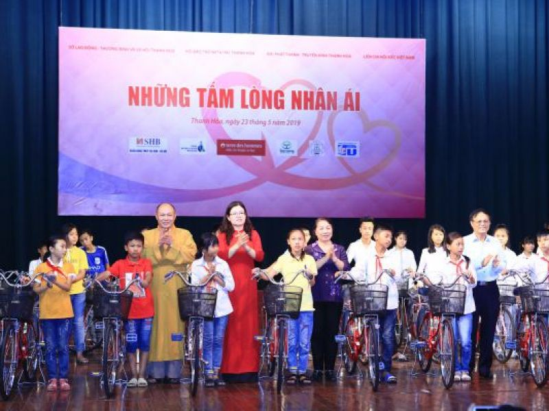Hơn 4 tỷ đồng ủng hộ người khuyết tật, trẻ mồ côi tỉnh Thanh Hóa