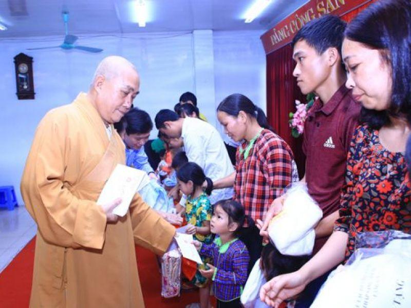Phẫu thuật mắt miễn phí cho người cao tuổi tỉnh Lạng Sơn
