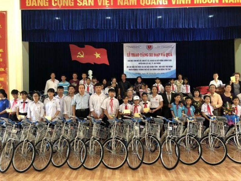 Trung ương Hội:  Trao xe đạp, quà cho học sinh khuyết tật, mồ côi, nghèo và đối tượng Chính sách huyện đảo Cát Hải