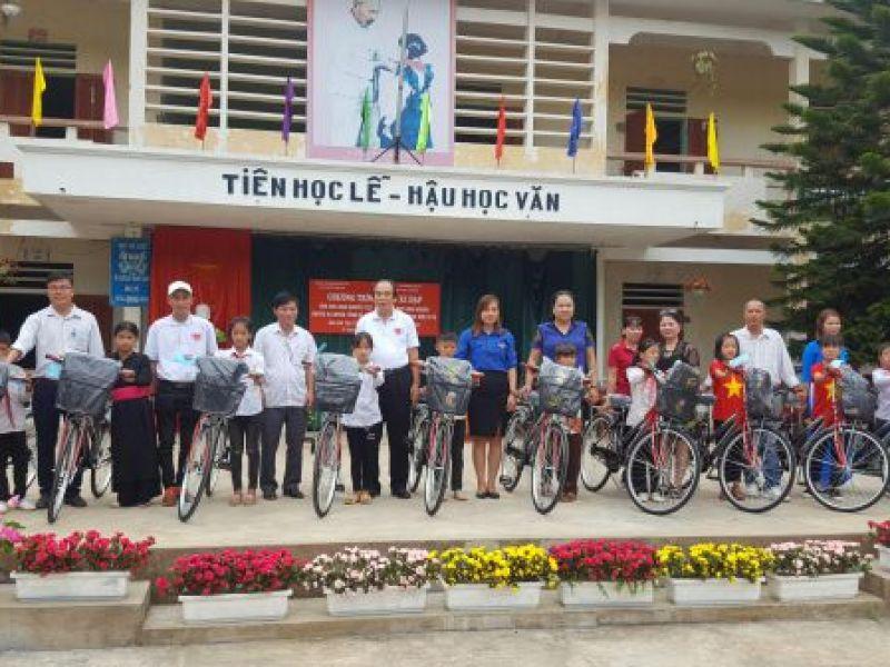 Trung ương Hội: Trao tặng xe đạp, cặp sách cho học sinh khó khăn huyện Vị Xuyên, Hà Giang