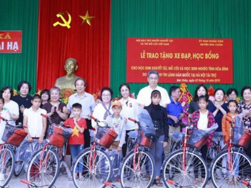 Trung ương Hội: Trao 70 xe đạp và 20 suất học bổng cho học sinh nghèo, học sinh khuyết tật, mồ côi tỉnh Hòa Bình.