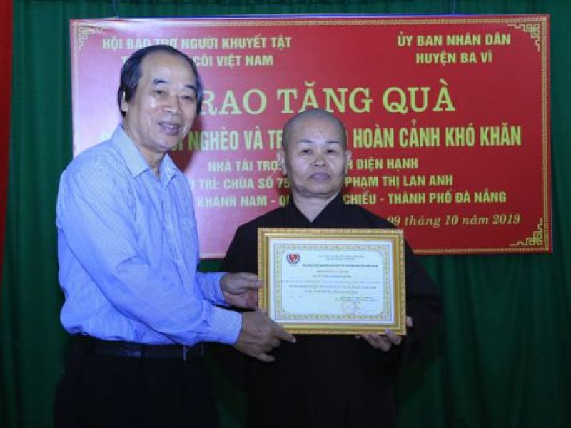 Trao 200 phần quà cho người nghèo huyện Ba Vì, Thành phố Hà Nội