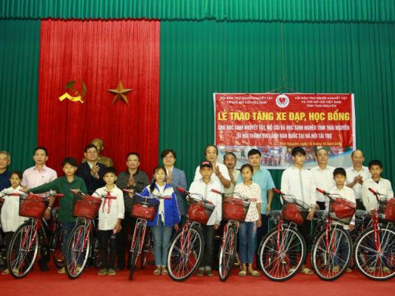 Tiếp sức cùng học sinh khuyết tật đến trường
