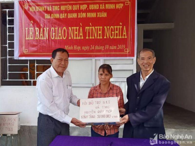 Huyện Hội Quỳ Hợp, Nghệ An: Trao 90 triệu đồng hỗ trợ làm nhà tình nghĩa cho hộ nghèo
