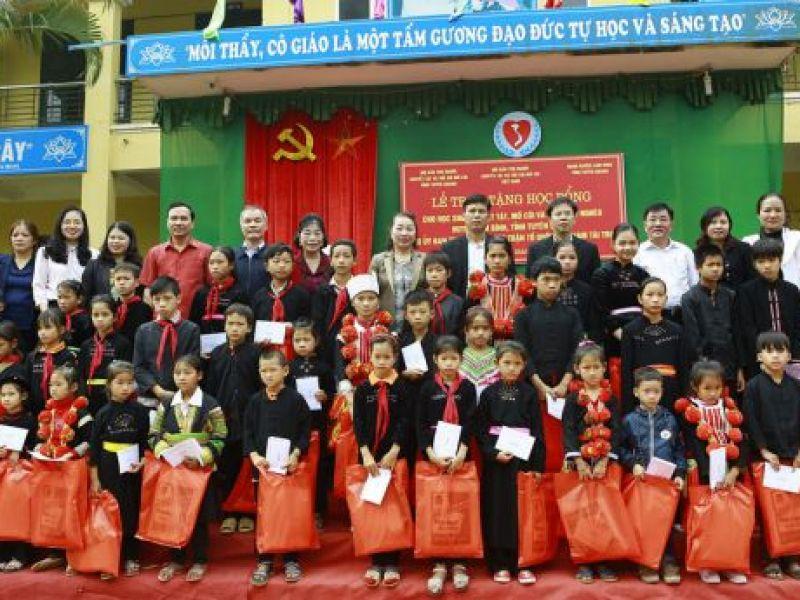 Trao 80 suất học bổng cho học sinh khuyết tật tỉnh Tuyên Quang