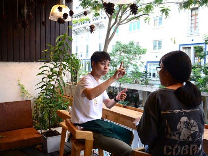 Lưu giữ thanh xuân ở quán cà phê độc lạ