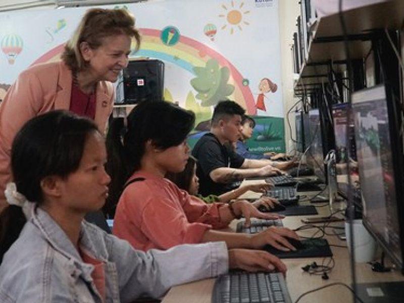 UNDP hỗ trợ người khuyết tật Việt Nam phát triển kỹ năng cho việc làm công nghệ số
