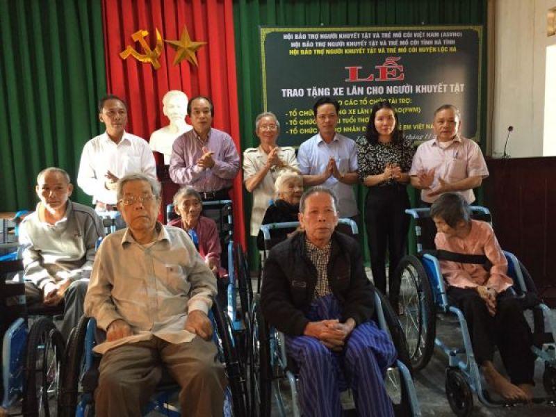 520 xe lăn trao tặng người khuyết tật tỉnh Hà Tĩnh