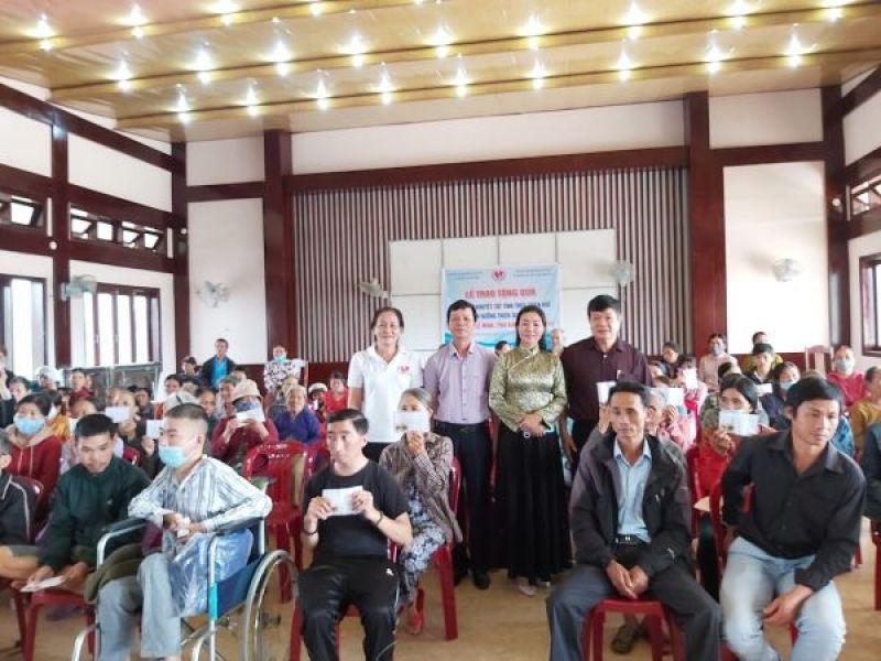 210 suất quà dành tặng người khuyết tật, trẻ mồ côi tỉnh Thừa Thiên Huế