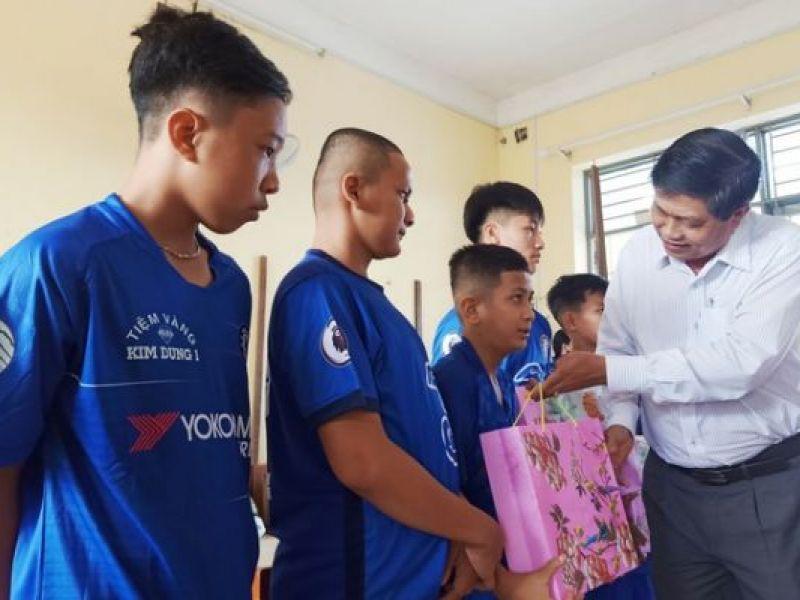 Bạc Liêu: Thăm, tặng quà người khuyết tật, trẻ em khó khăn dịp Tết