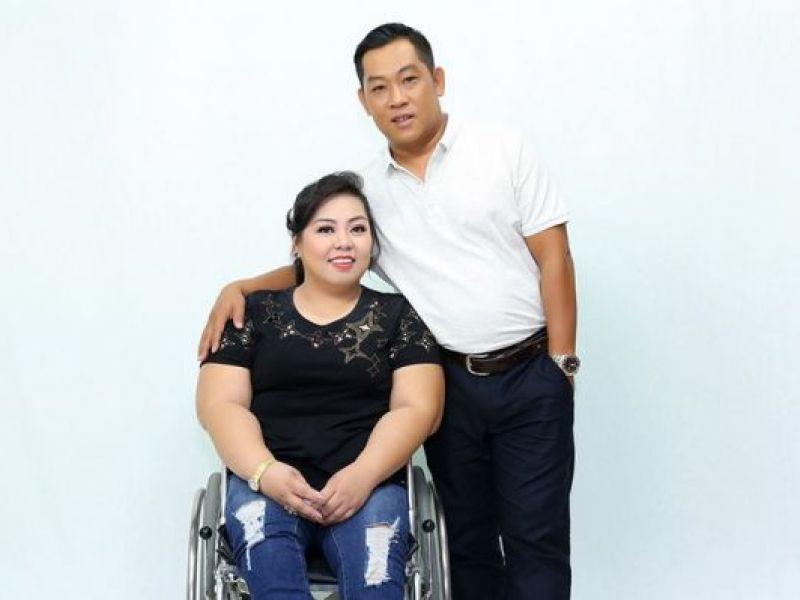 Cảm động tình yêu 15 năm bền chặt của huấn luyện viên và vợ khuyết tật