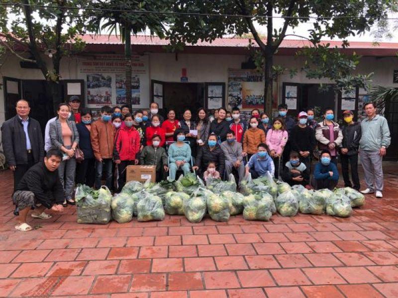 Trung ương Hội: Trao hàng nông sản cho người khuyết tật, trẻ mồ côi