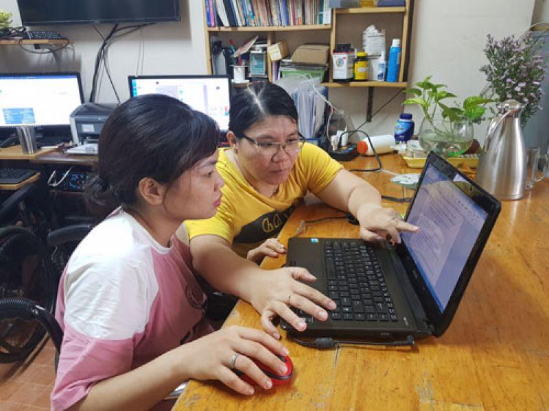 Nữ giám đốc liệt nửa người với đam mê phát triển dịch vụ công nghệ số