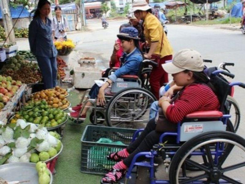 Người khuyết tật vẫn khó ra đường mưu sinh