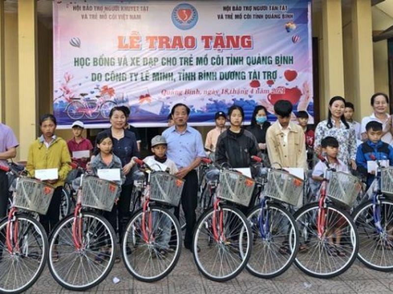 Trao 82 phần quà cho học sinh mồ côi nghèo tỉnh Quảng Bình