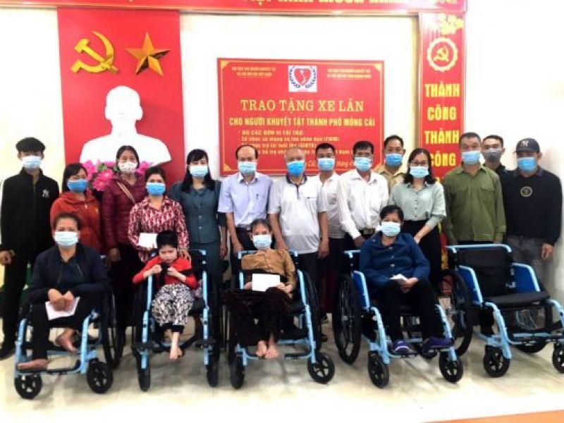 Tỉnh Hội Quảng Ninh: Trao tặng xe lăn cho người khuyết tật thành phố Móng Cái