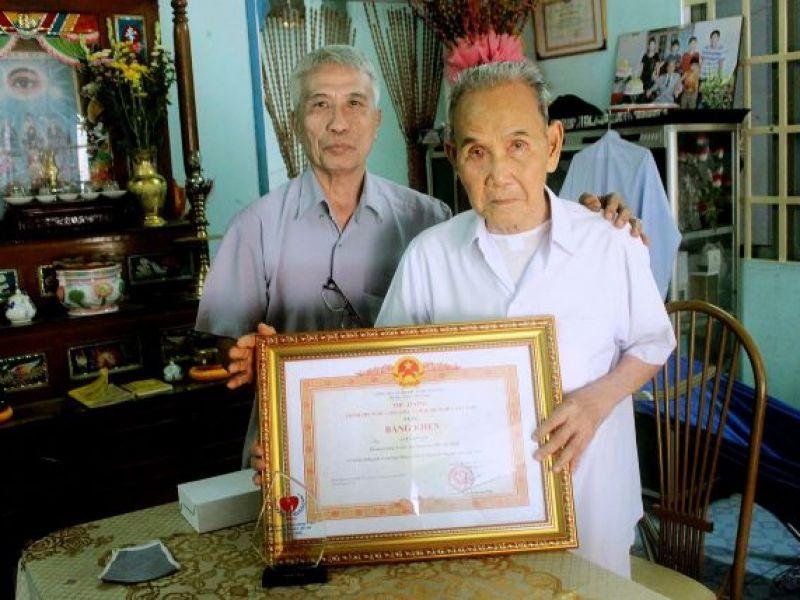 Trao bằng bằng khen của Thủ tướng chính phủ cho Thượng Thống Y viện Tòa Thánh Cao Đài Tây Ninh