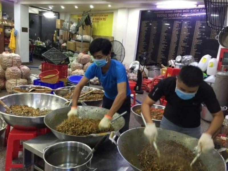 Nhóm từ thiện Tường Nguyên tiếp tục tặng hàng ngàn suất cơm đến người nghèo