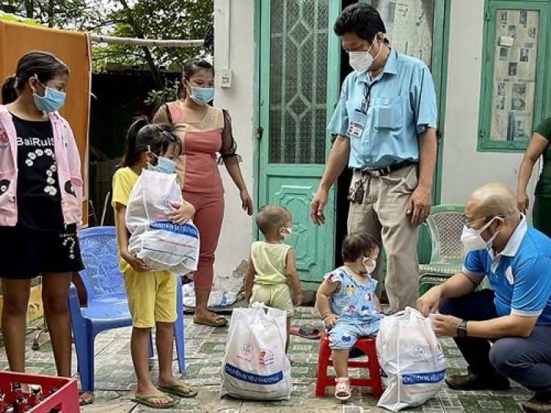 Trao 5.000 phần quà Trung thu tặng trẻ em mồ côi do Covid-19