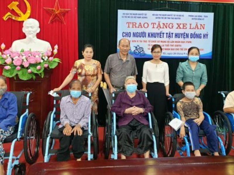 Trao 260 xe lăn cho người khuyết tật vận động tỉnh Thái Nguyên
