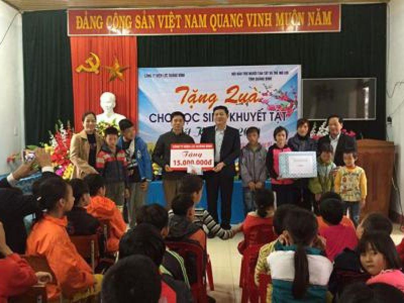 Quảng Bình: Thăm tặng quà tết cho trẻ em khuyết tật