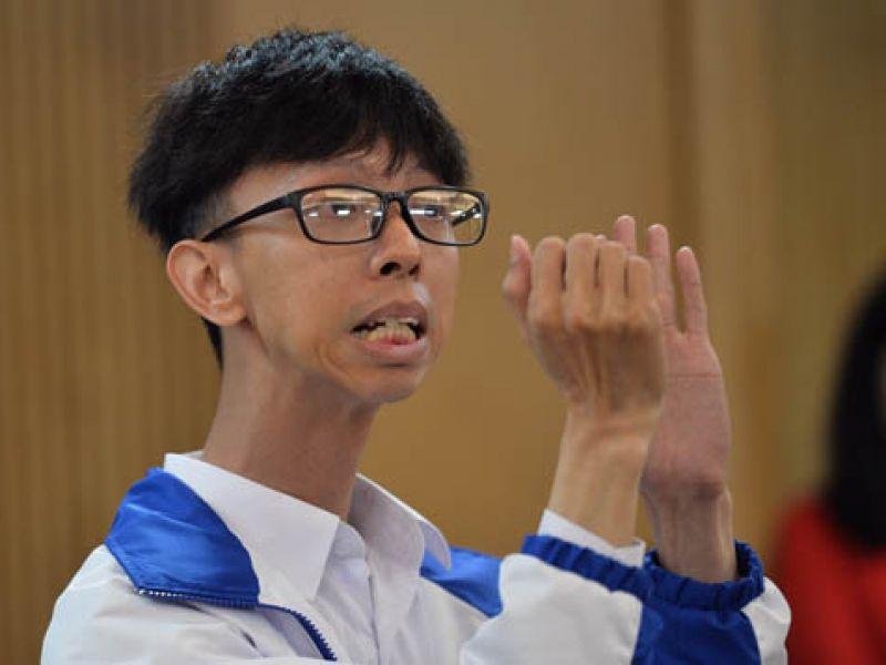 Thầy giáo điếc khao khát giúp học trò khiếm thính vào đại học