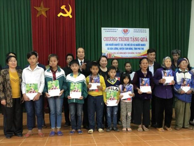 Trung ương Hội: Trao 40 suất quà cho người khuyết tật  trẻ mồ côi và người nghèo tỉnh Phú Thọ