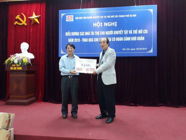 Thành Hội Hà Nội biểu dương các nhà tài trợ cho NKT và TMC năm 2019, trao quà cho các cháu có hoàn cảnh khó khăn