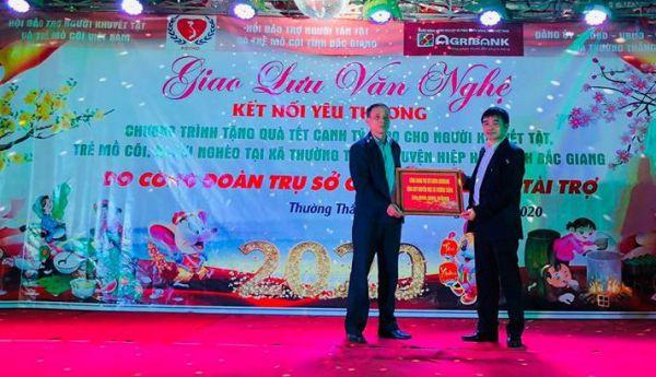 Trao 200 phần quà tết cho NKT, TMC, người nghèo tỉnh Bắc Giang