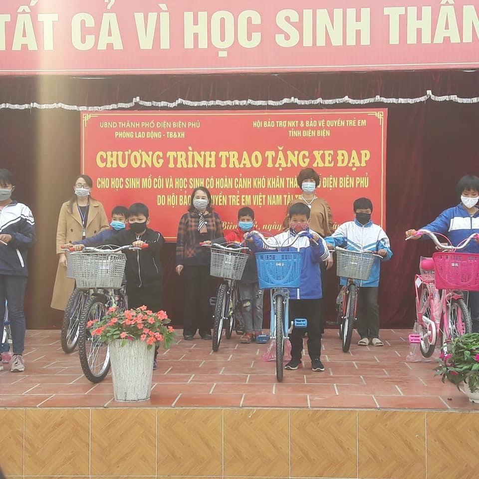 Tỉnh Hội Điện Biên: 20 xe đạp trao tặng học sinh mồ côi và học sinh có hoàn cảnh khó khăn