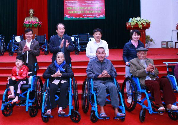 Trao tặng 27 xe lăn cho người khuyết tật huyện Mỹ Đức, thành phố Hà Nội