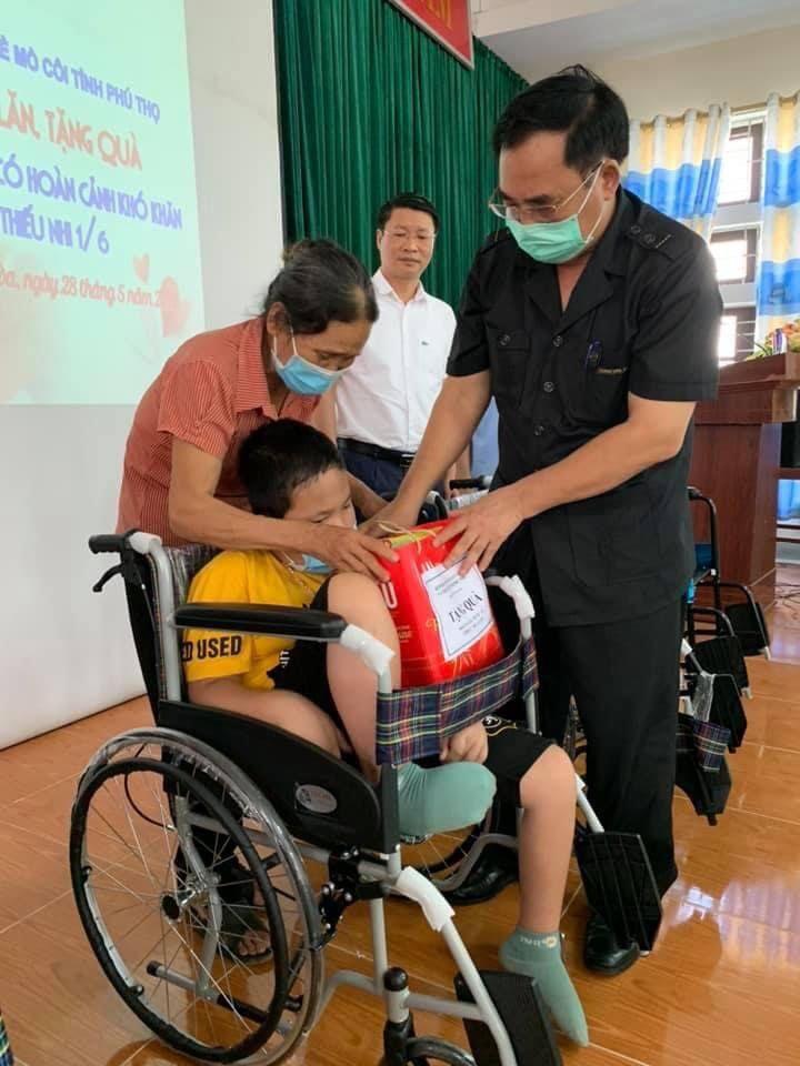 Tỉnh Hội Phú Thọ : Tặng quà cho học sinh mồ côi, khuyết tật nhân dịp Tết Thiếu nhi