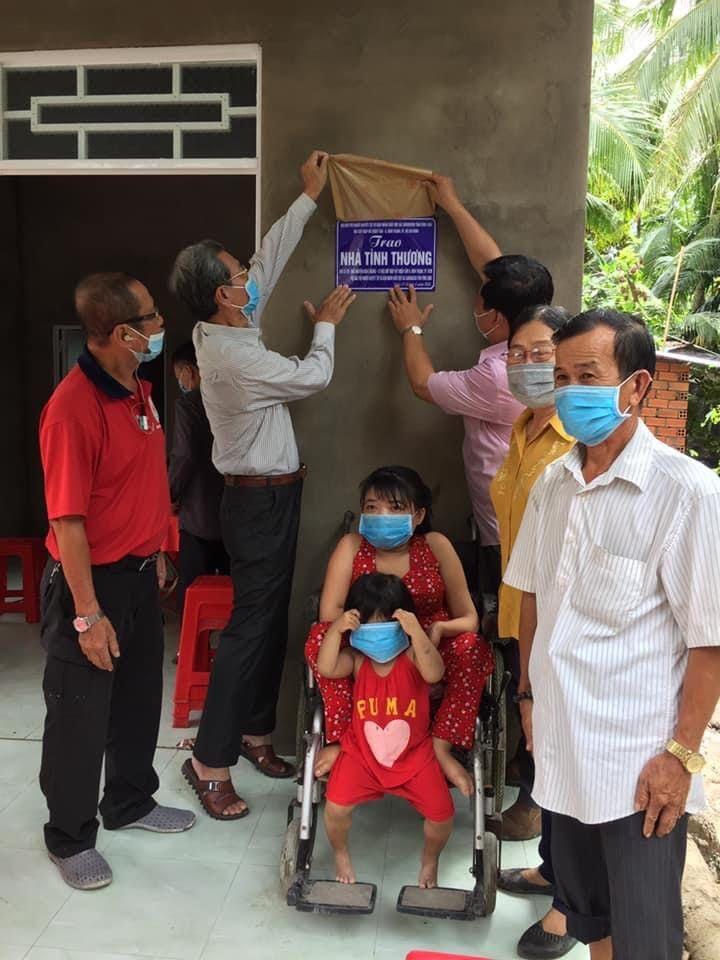 Bàn giao nhà tình thương cho người khuyết tật tỉnh Vĩnh Long