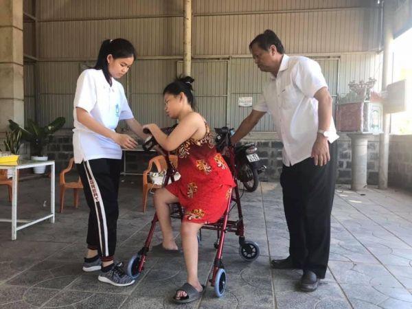 Tỉnh Hội Quảng Trị:  Trao xe lăn, xe tập đi và dụng cụ trợ giúp cho người khuyết tật