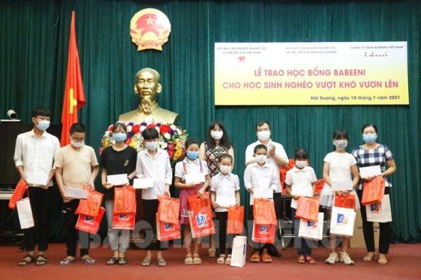 Công ty TNHH Babeeni Việt Nam Trao 55 suất học bổng cho học sinh nghèo vượt khó vươn lên
