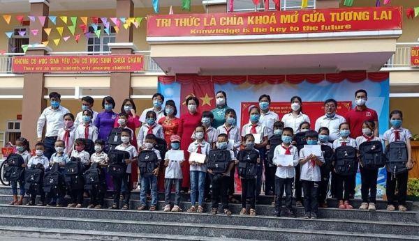 Tỉnh Hội Tuyên Quang: Trao học bổng, xe đạp, quà cho học sinh khuyết tật, mồ côi nghèo nhân dịp Khai giảng năm học mới