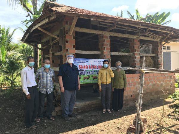 Tỉnh Hội Bình Định: Trao tặng bò, hỗ trợ xây nhà tình thương cho gia đình người khuyết tật