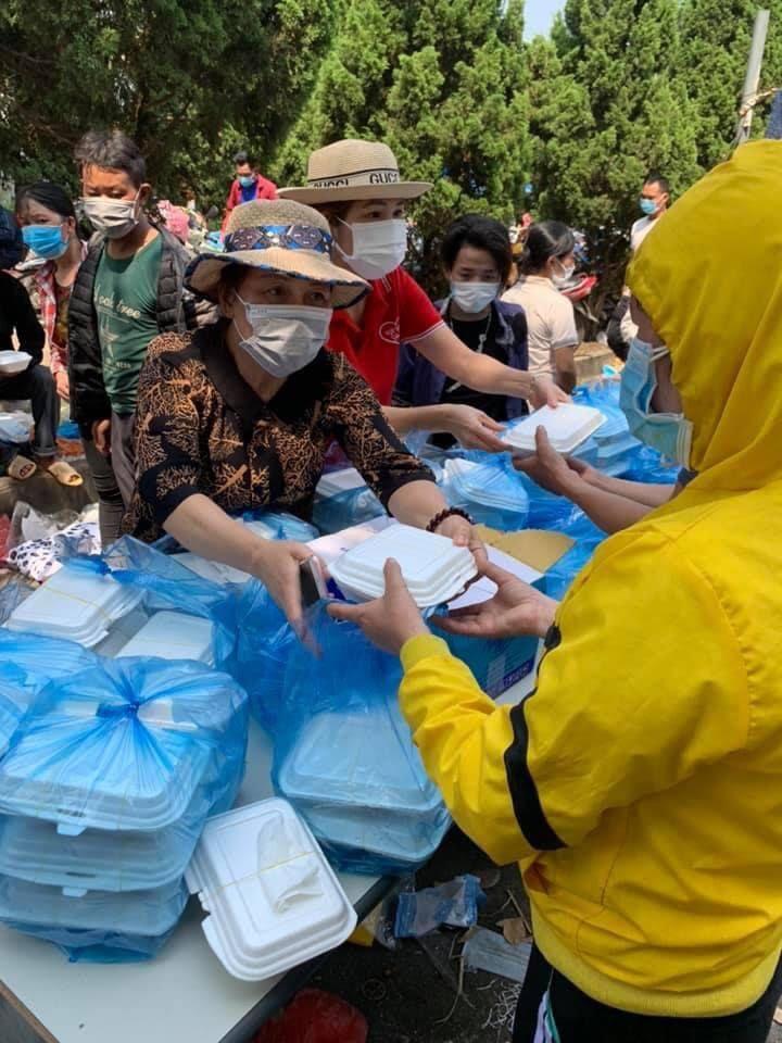 Tỉnh Hội Phú Thọ: Trao 1000 suất cơm, 1000 chai nước cho công nhân